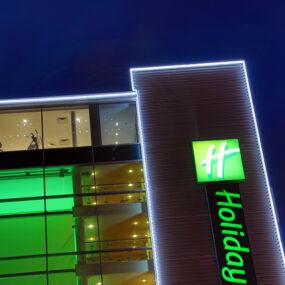 LED Architectural Lighting: Holiday Inn LED contour illumination